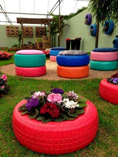 Maceteros y muebles de neumáticos reciclados
