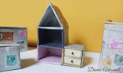 Reciclaje con cajas y papel