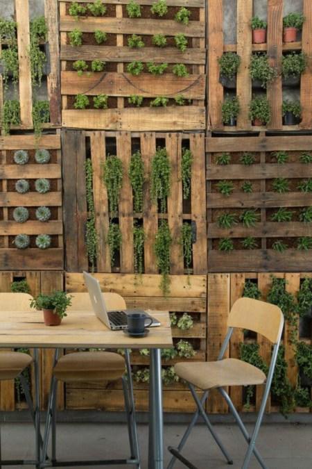Jardines verticales con palets modelos paso a paso for Que es un jardin vertical