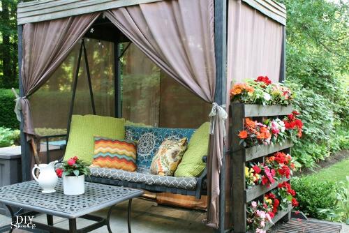 Jardin vertical de flores hecho con palets reciclados