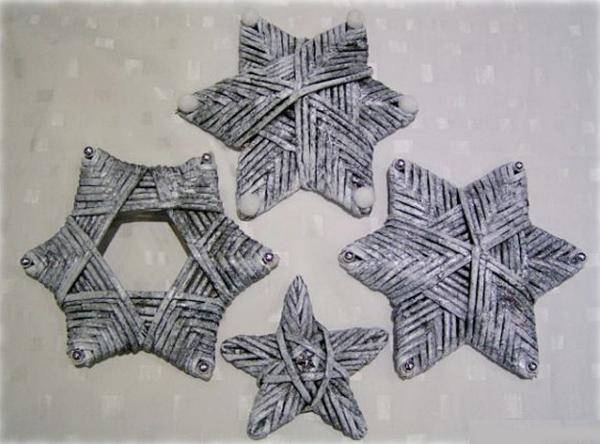 Estrella-de-navidad-con-tejido-de-papel-periodico