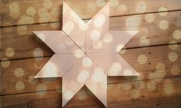 Estrella de navidad hecha con pallets