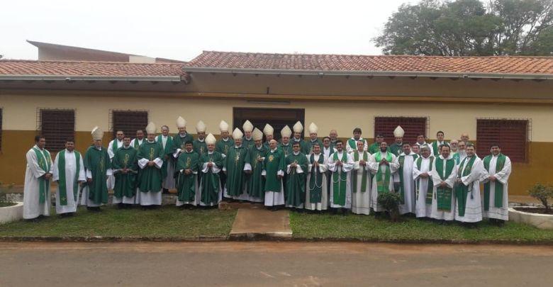 Asunción.- Para conmemorar la labor religiosa del Padre Julio César Ortellado, Iglesia paraguaya se movilizó con la ciudadanía hasta Ybycuí, lugar en el que se encuentra la tumba del sacerdote que tanto apoyó a los más necesitados.