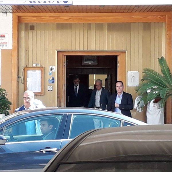 Rajoy visita Santa Pola, donde tiene plaza como registrador de la propiedad