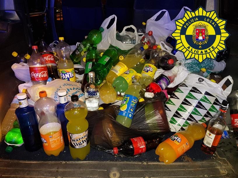 La Policía Local consigue evitar el macrobotellón en el parque de Canalejas de Alicante y decomisa 430 litros de alcohol