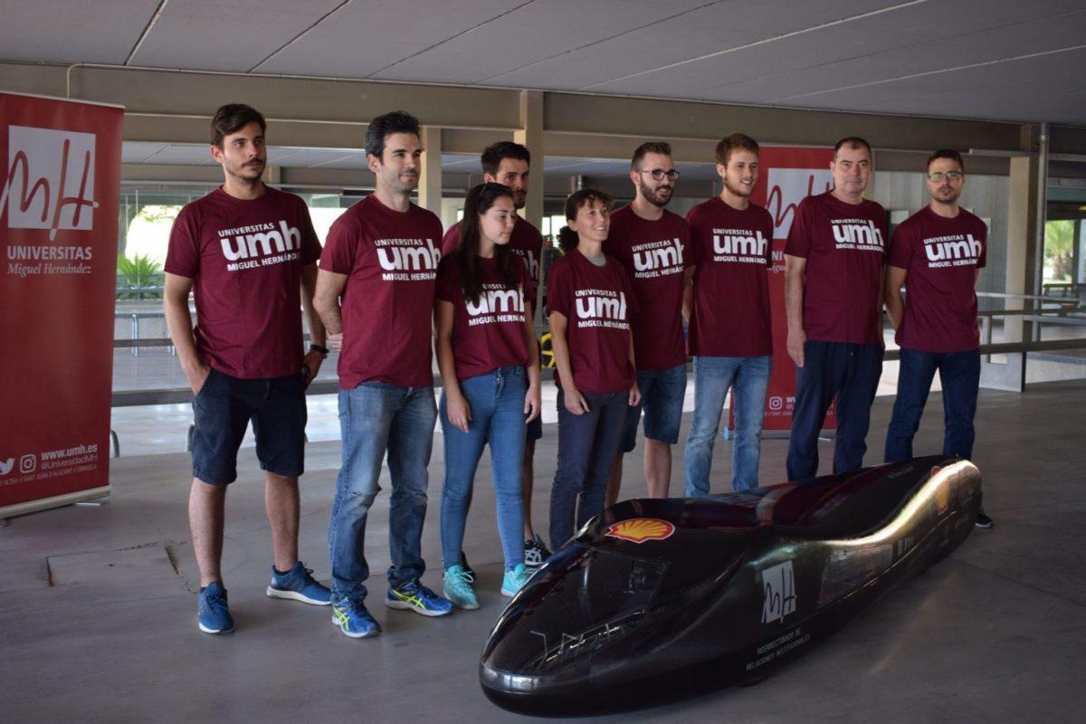 """Estudiantes de la UMH presentan el """"Dátil'18"""", el vehículo con el que participarán en la """"Shell Eco-Marathon"""""""