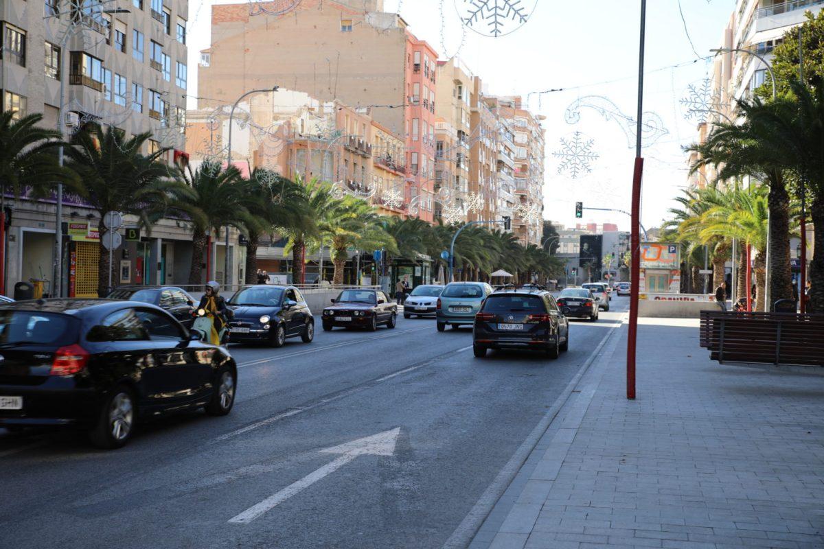 La Policía Local denuncia a tres vehículos que transportaban ilegalmente viajeros en Alicante