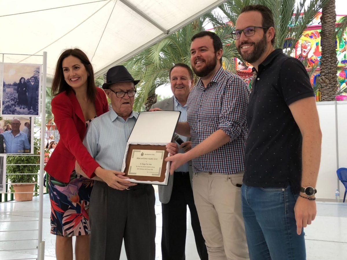 El agricultor ilicitano Diego Tarí recibe el premio Antonio Valero a una vida dedicada al campo