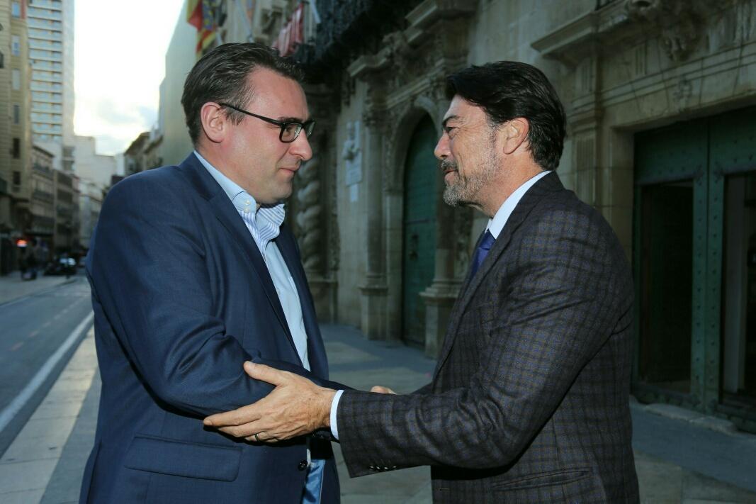 El alcalde de Alicante y el vicealcalde de La Haya se han reunido para hablar de la repercusión económica y turística de la Volvo Ocean Race