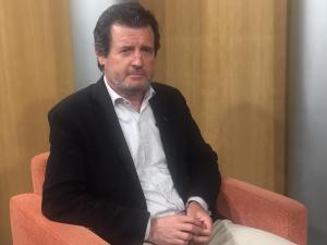 José Císcar posando sentado/ PP Alicante