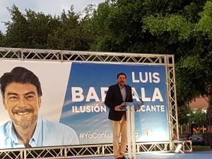 Luis Barcala interviniendo en su mitin final de campaña / Alex Ferrer