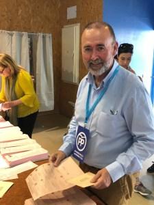 Juanjo Berenguer ejerciendo de apoderado en las elecciones del 28A