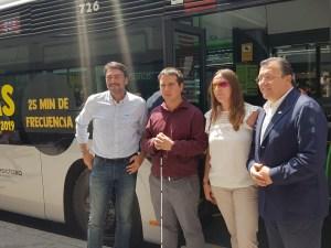 Barcala, sonriente en la inauguración de la lína especial de autobús para las Hogueras 2019 / Alex Ferre