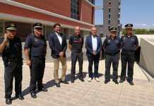 Barcala visitando la futura sede central de la Polícia Local de Alicante junto a agentes y al edil González / Ayuntamiento de Alicante