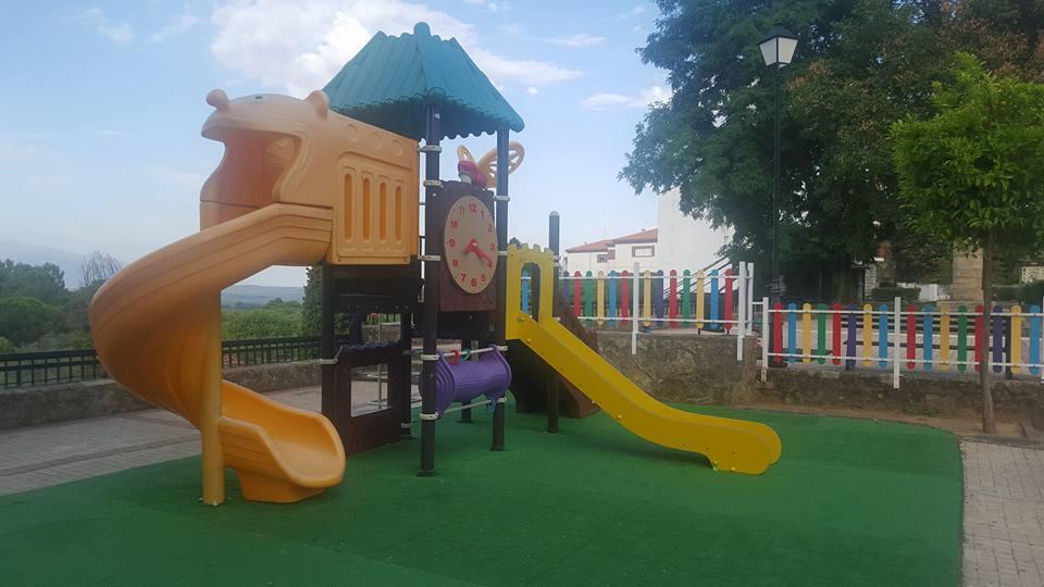 Tobogán Infantil nuevo en el Parque los Bolos de Jaraíz