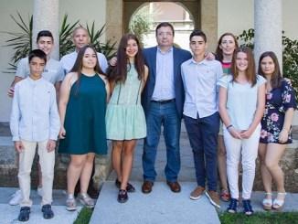 Alumnos de Jaraíz de la Vera presentan a Fernandez Vara el trabajo con el que ganaron el Certamen Nacional de Jóvenes Investigadores