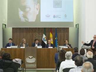 El presidente de la Junta valora el legado artístico y emocional dejado por el artista y músico extremeño Jaime de Jaraíz