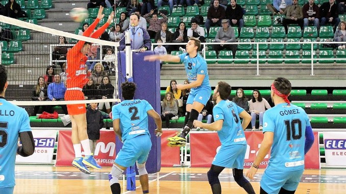 El jaraiceño Guillermo Tovar renueva otra temporada por el AD. Cáceres Voleibol