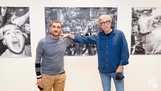 Ernesto-Valverde-presenta-la-exposicion-El-otro-lado-junto-a-David-Trueba