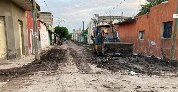 En unidad, los tres órdenes de gobierno avanzan en dejar limpias las zonas de desastre. Miguel Ángel Navarro Quintero.