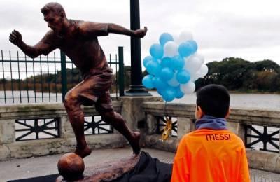 Escultura de Messi cuando su inauguración