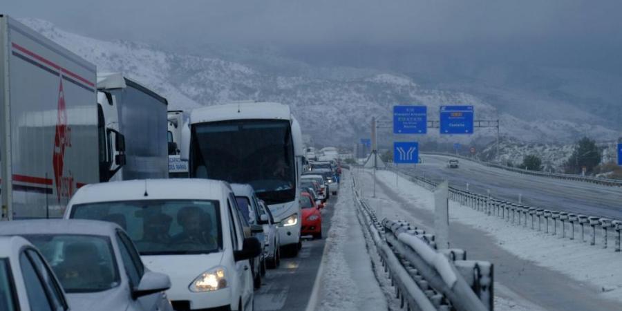 consejos, conducir, camiones, mal tiempo, nieve, lluvia, viento,