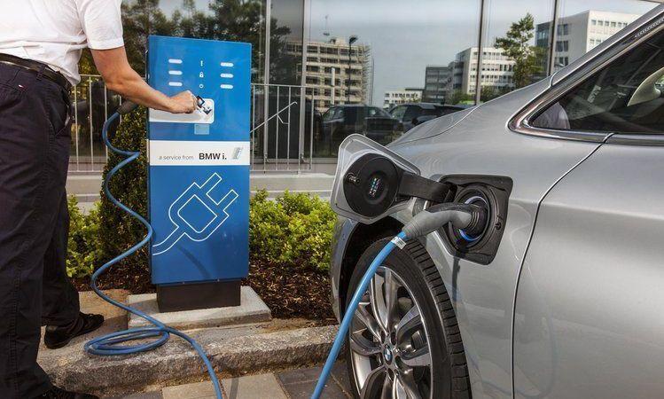 Parlamento italiano incentiva compra de coches eléctricos y ayuda la compra de vehículos contaminantes