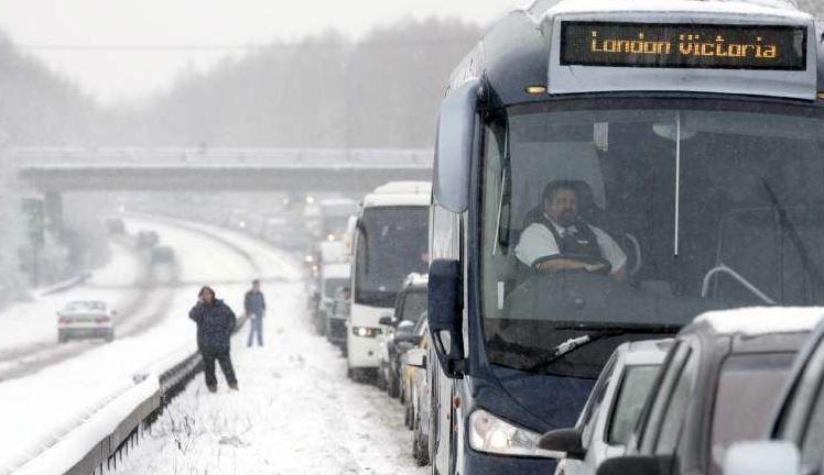 problemas, nevadas, carreteras, Reino Unidos, temporal ,asola, Europa, M-1, autopistas,