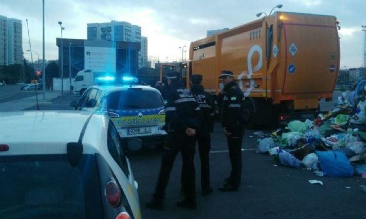 rescatan, camión, basura, persona, dormía, contenedor, Sevilla,