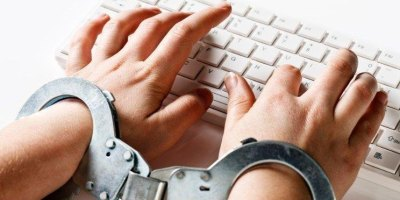 censores, ilegales, copiadores, falsos, traidores