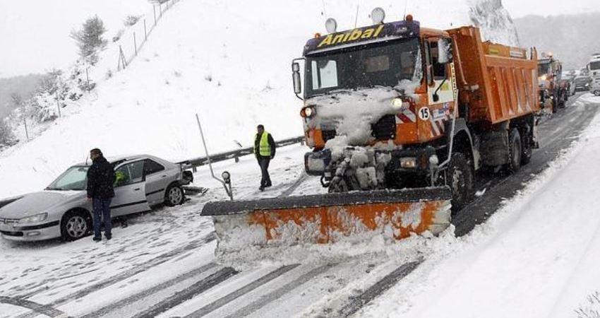 restringido, tráfico, Catalunya, camiones, nieve,