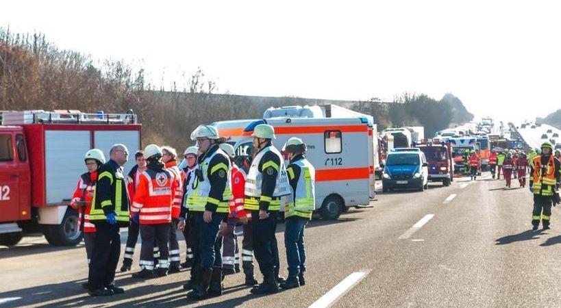 fallecidos, conductor, camión, autobús, A-3, múltiple, Alemania,