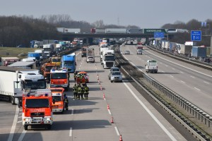 camioneros, heridos, graves, A-6, Alemania, cuatro, camiones