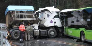 fallecidos, colisión, camión, autobús, N-240,