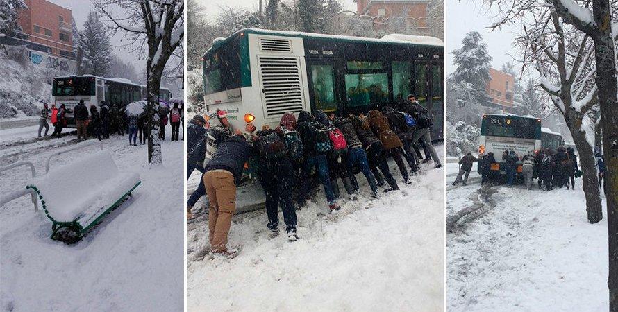 pasajeros, empujando, autobús, Pamplona, línea 4, cuesta Beloso,