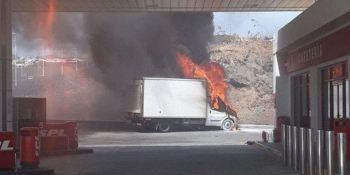 camión, arde, Lanzarote, gasolinera, peligro,