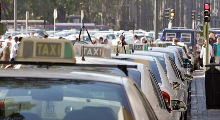 defender, servicios, públicos taxistas, madrileños, manifiestan, sábado,