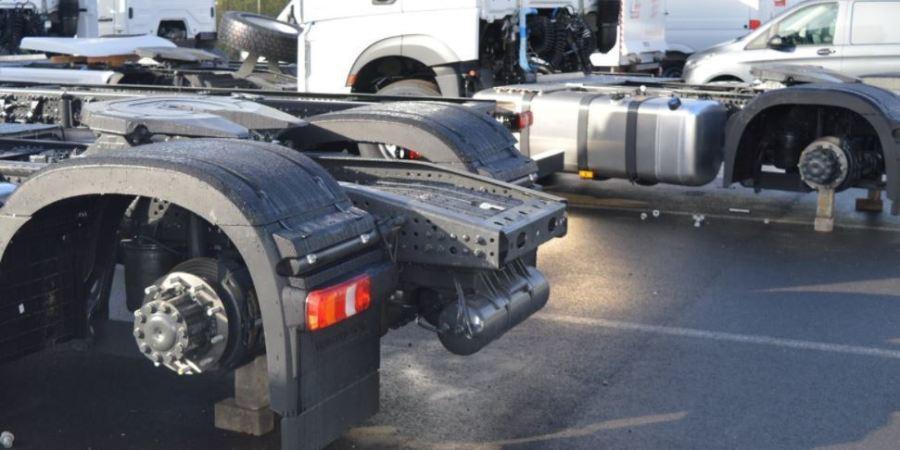 roban, ruedas, camiones, concesionario, Mercedes, ladrones,