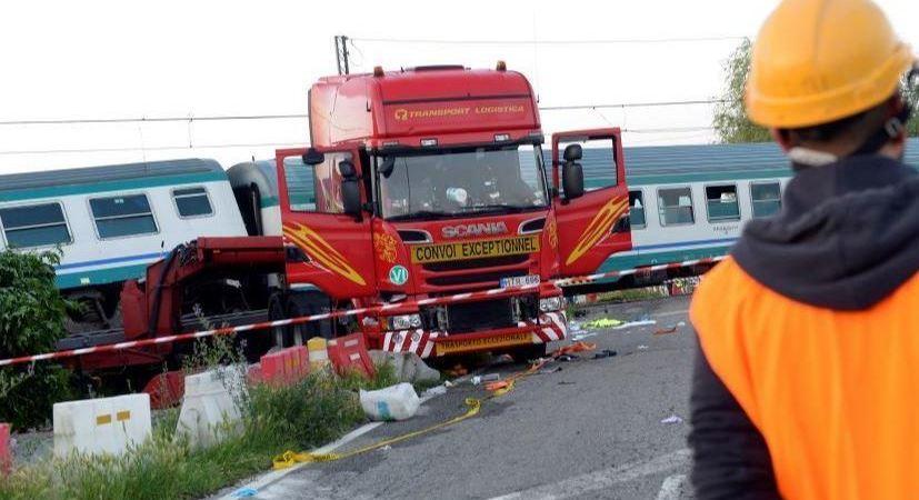 camión, tren, Italia, fallecidos,