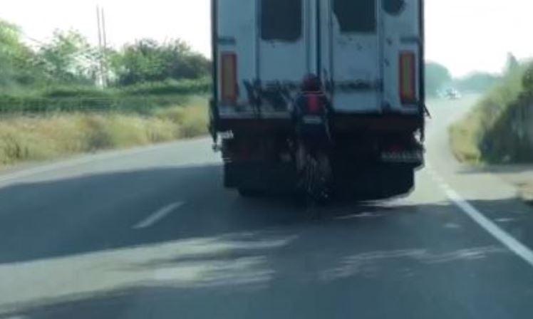 video, ciclista, camión, redes, sociales, velocidad,