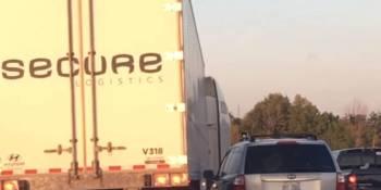 camionero, despedido, evitar, accidente, automóvil,