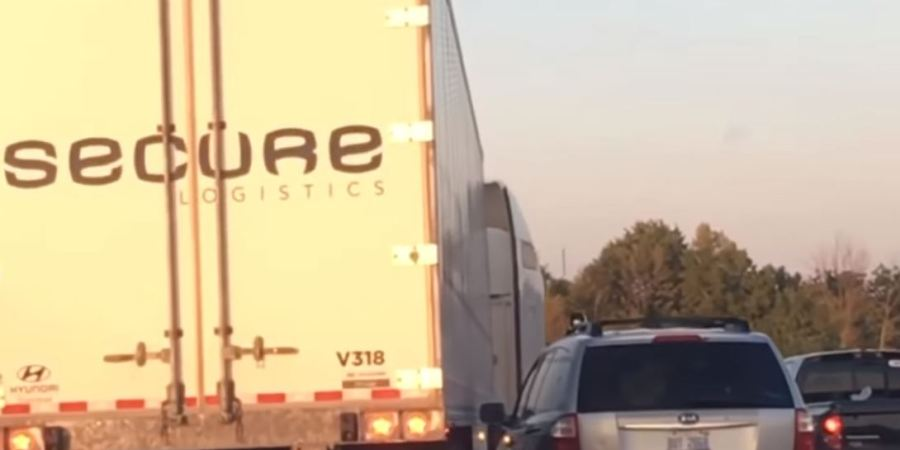 camionero, despedido, evitar, Estados Unidos, internacional, accidente, automóvil,