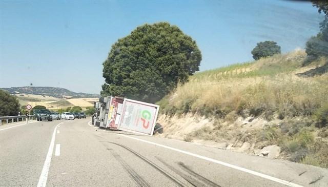 camiones, cerdos, vuelco, accidentes, transportes, sociedad,