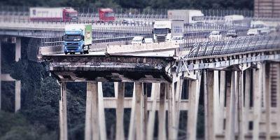 fallecidos, puente, Génova, coches, camiones,