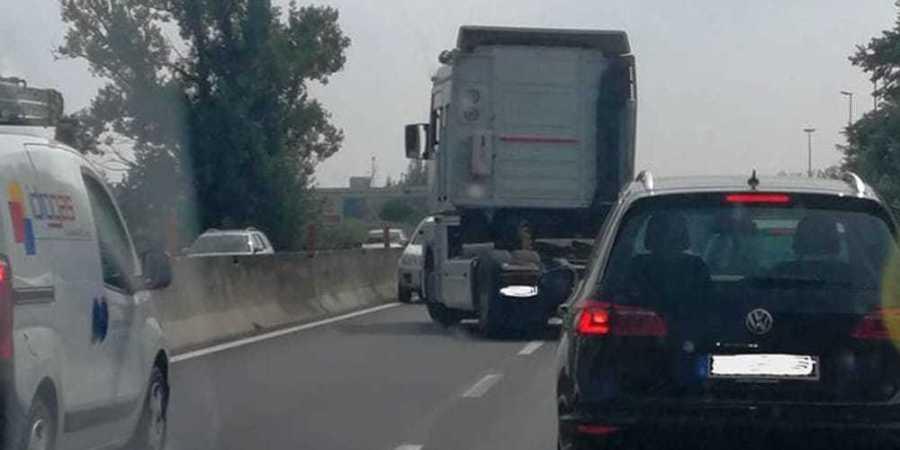 camionero, intercepta, coche, sentido, contrario,