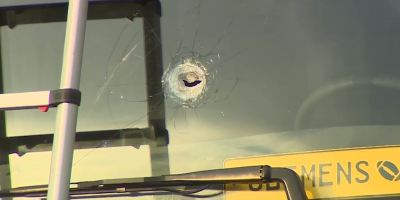 arrojan, piedras, camiones, parabrisas, rotos,