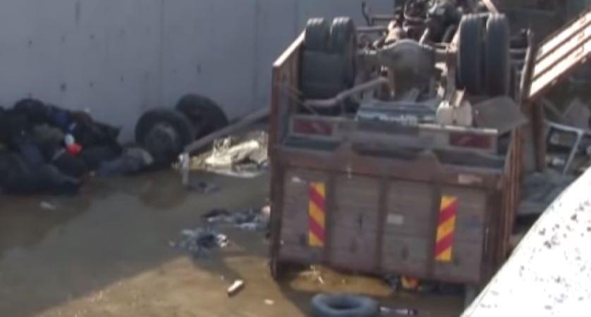 22 muertos, 13 heridos, accidente, camión, migrantes, canal, Turquía, conductor,