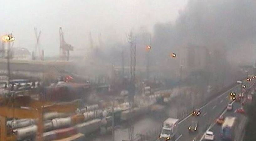 incendio, obliga, desalojar, puerto de Barcelona,