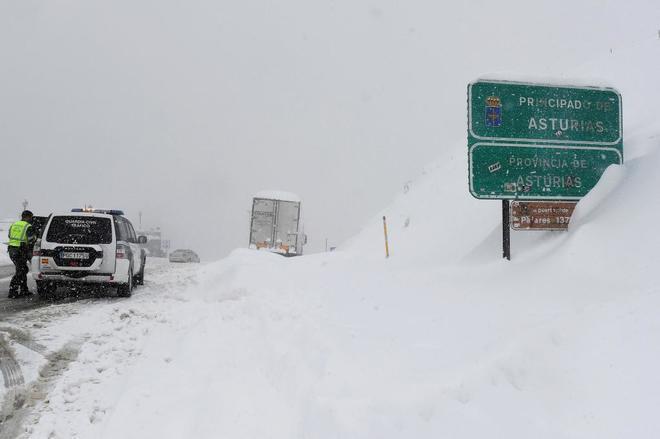 carreteras, A-67, A-66,. estado nieve, camiones , trafico,