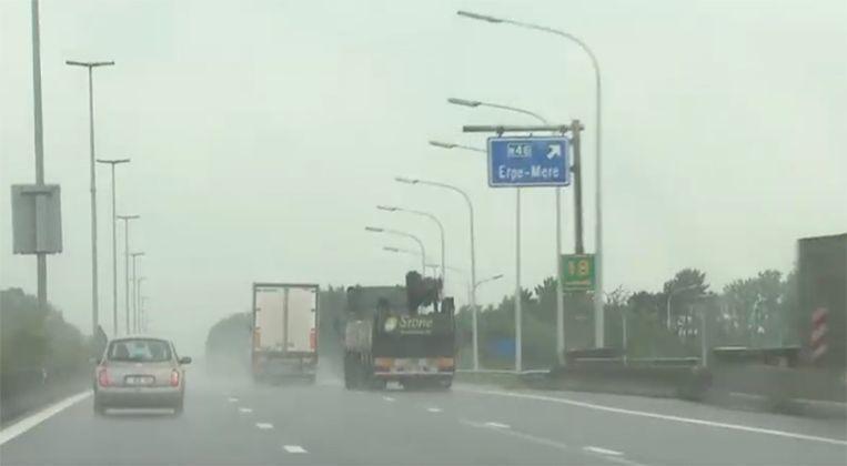 Bélgica, multará, camioneros, prohibición, adelantar, caso, lluvia,